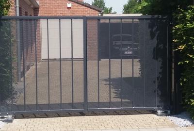 Doorzichtige  grijze poort