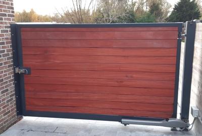 Metalen / houten poort